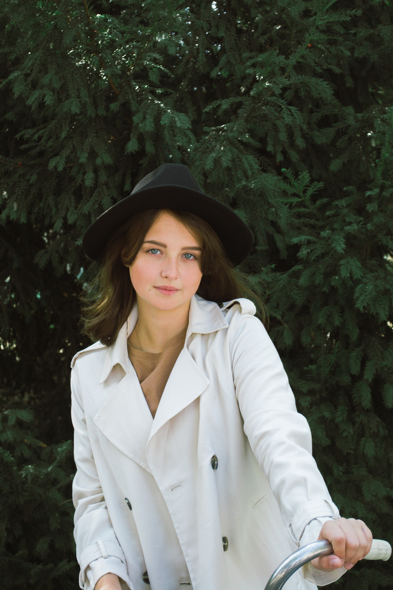 photo-of-woman-wearing-white-trench-coat-3342035 (1)